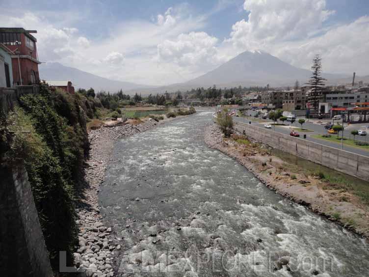 Rio Chili y Volcan Misti, Arequipa, Peru